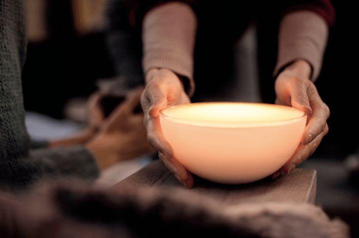 Mit Philips Hue Go lassen sich beliebig Lichtstimmungen in jeden Raum zaubern.