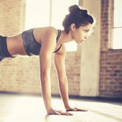 Liegestütze zählen zu den Klassikern für effektiven Muskelaufbau.