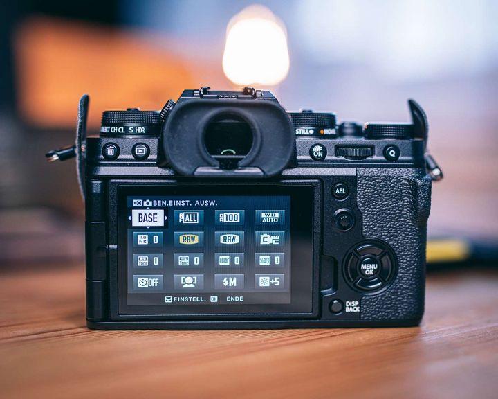 """Die Fujifilm """"XT-4""""."""