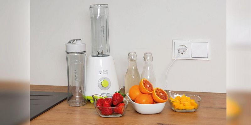 Der KENWOOD Smoothie-Maker SMP 060 WG in Aktion.