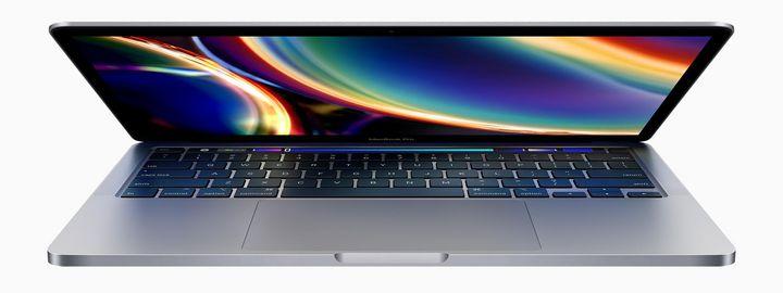 Das kann man machen, wenn der Bildschirm des MacBooks beim Aufklappen schwarz bleibt.