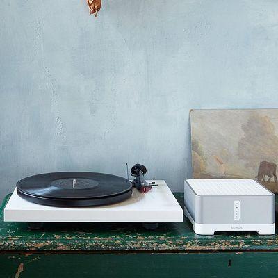 Tradition und Sound: Plattenspieler trifft Sonos.