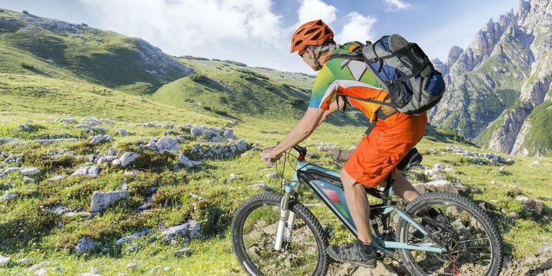 """Die Zweiräder mit elektrischem Zusatzmotor werden heute umgangssprachlich unter dem Begriff """"E-Bike"""" zusammengefasst."""