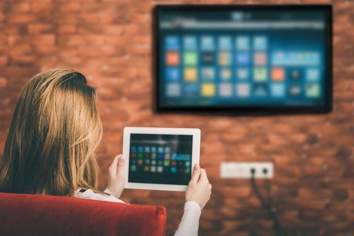 Smart-TV verbunden mit einem Tablet