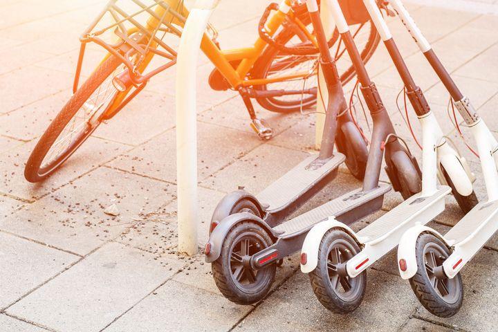 E-Scooter benötigen die richtige Ausstattung, um auf der Straße fahren zu dürfen.