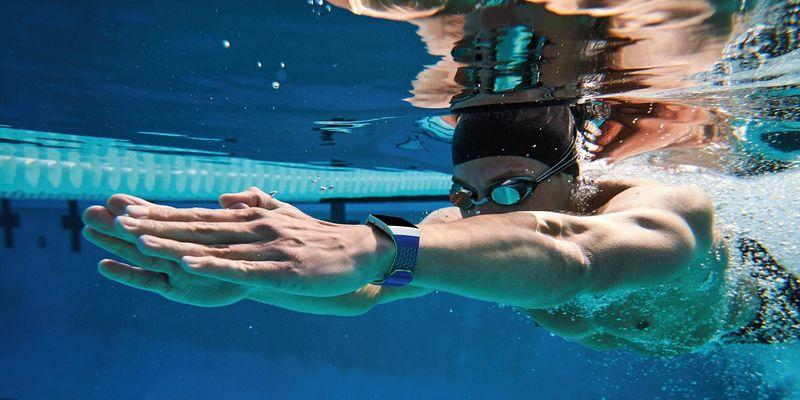 Hier sind die spannenden Details zu den aktuellen Smartwatches und Fitnesstracker von Fitbit, Samsung und Garmin.