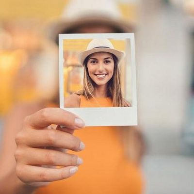 So verleihen Sie Ihren Bildern den typischen weißen Polaroid-Rahmen.