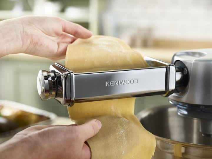 """Frische Nudeln zubereiten mit den """"KENWOOD Chef Titanium"""" Küchenmaschinen."""