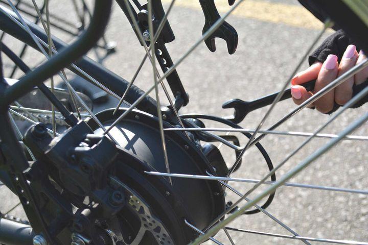 Mit dem richtigen Werkzeug ist das E-Bike schnell wieder fit.