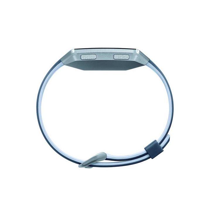 Die Fitbit Ionic: adidas edition zeigt ein schlankes Profil.