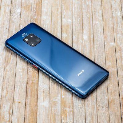 """Das Huawei """"Mate 20 Pro"""" kann andere Geräte aufladen."""