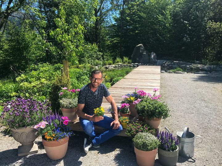 Pelargonien, mehrjährige Gehölze und Nutzpflanzen eigenen sich für die Begrünung von Balkon und Terrasse.