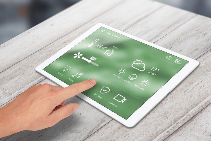 Im Smart Home werden die unterschiedlichsten Geräte über eine Steuereinheit kontrolliert.