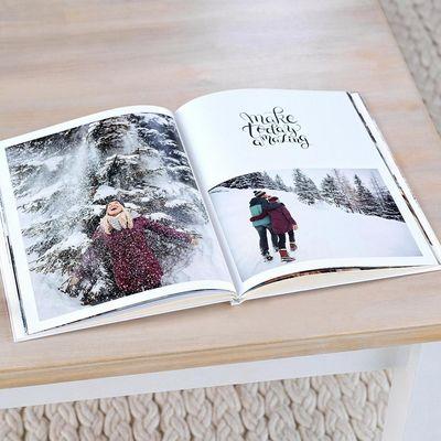 Ein Fotobuch erinnert an die schönsten Weihnachtsmomente.