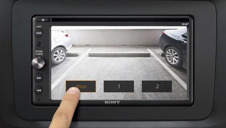 """Der neue Auto-Receiver """"XAV-AX205DB"""" von Sony besitzt Apple CarPlay, Android Auto und DSO-Sound-Technologie."""
