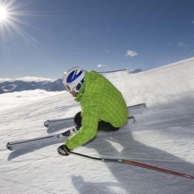 Skiläufer bei der Wengen-Abfahrt