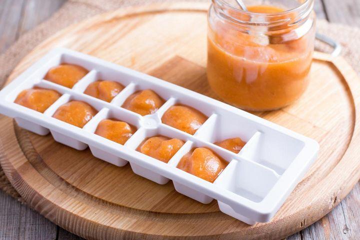 Babybrei in kleinen Portionen einfrieren.