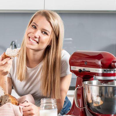 Die KitchenAid-Küchenmaschine Artisan im Fokus.