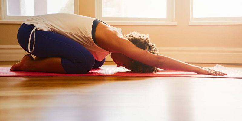 Om. Auch per App kann ein Yoga-Training Entspannung bringen.