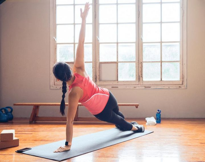 Die 24/7-Pure Pulse-Herzfrequenzmessung und 15 Exercise-Modi tragen zur Steigerung der Fitness bei.