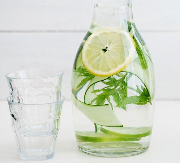 Sodawasser mit Kräutergeschmack.