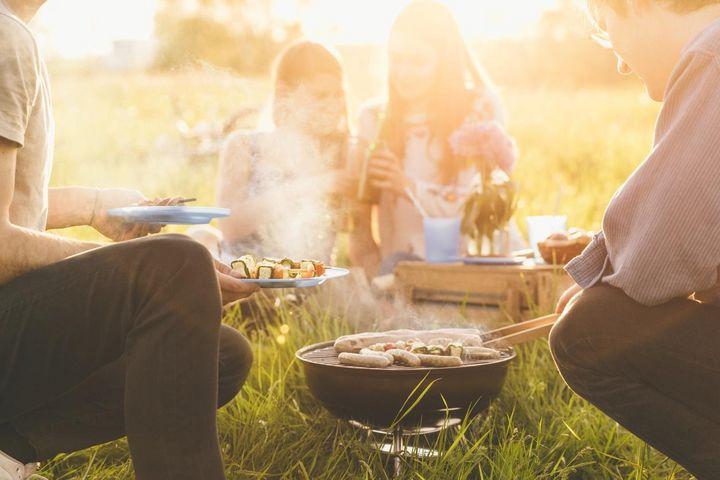 Transportable Griller für das Picknick.