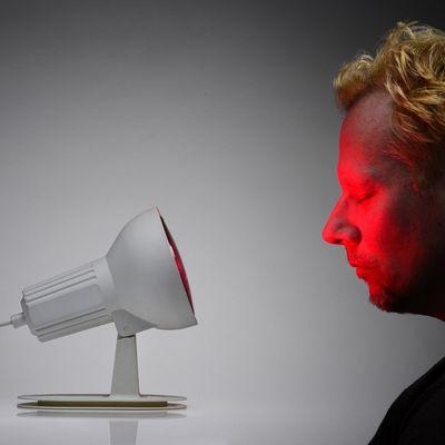 Rotlichtlampe: Wirkung und Anwendung bei Erkältungen und Verspannungen.