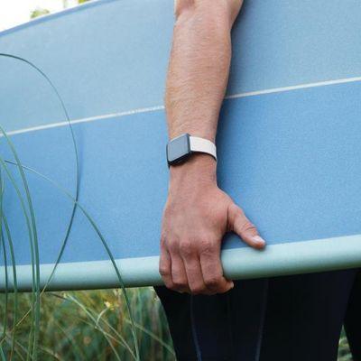Die Fitbit Versa ist bis zu 50 Meter Tiefe wasserdicht.