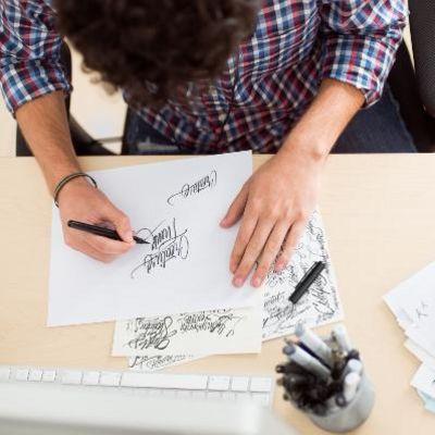 Handlettering ist der neue Schreibtrend.