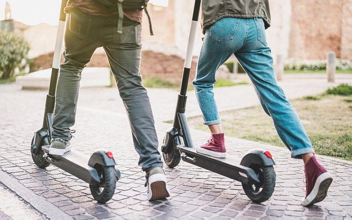 E-Scooter sind perfekt für den Einsatz im Stadtverkehr.