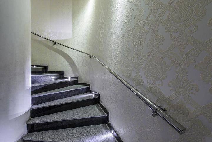 Ultraschallmelder werden oft zur Überwachung von Treppen und Korridoren eingesetzt.