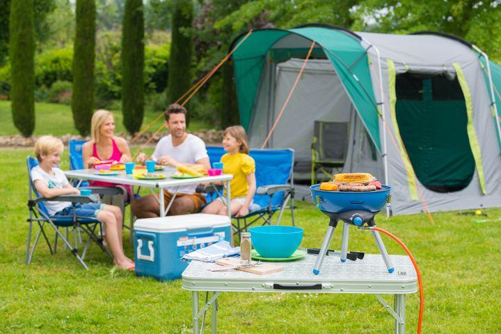 Ein Mini-Griller ist für das Picknick mit der Familie ideal.