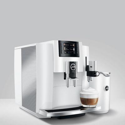 """Wir verlosen einen Jura """"E8""""-Kaffeevollautomaten."""