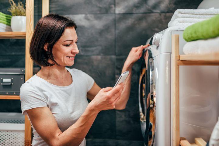 Zeitvorwahl, Beladungssensor und Dosierautomatik sind praktische Features moderner Waschmaschinen.