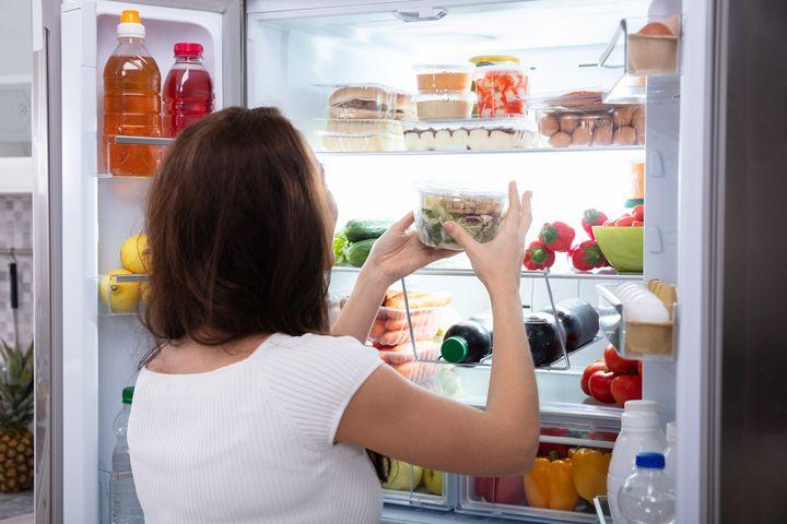 Verstauen Sie Ihren Einkauf schnell im Kühlschrank.