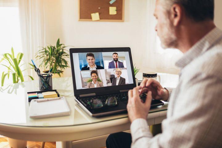 Koordination mit Arbeitskollegen und Familienmitgliedern ist im Homeoffice wichtig.