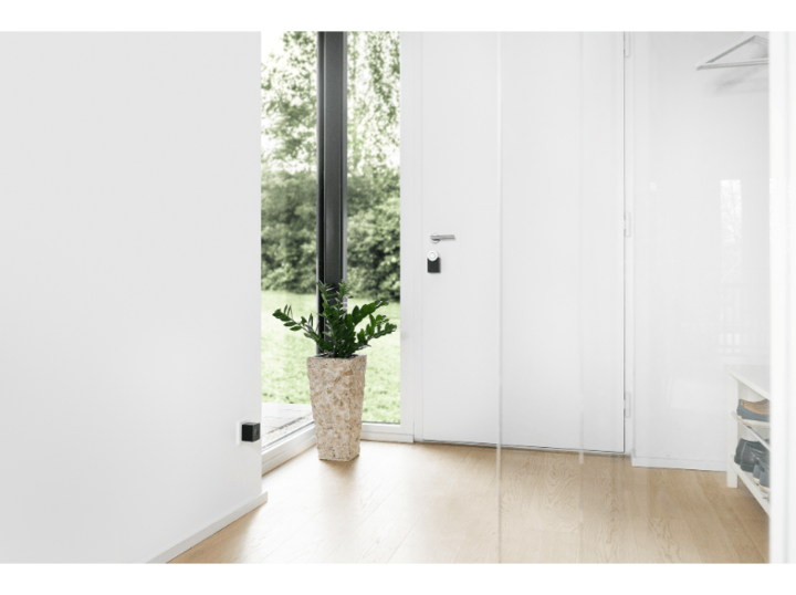 Das smarte Türschloss von Nuki kommuniziert über Bluetooth mit dem Smartphone.