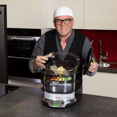 Kochtipps: Eleganter Kochspaß mit MediaMarkt und DJ Ötzi.