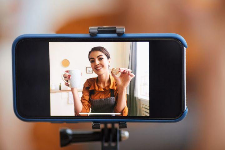 Das Smartphone eignet sich perfekt für die ersten Vlogging-Gehversuche.
