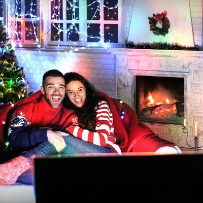 Wer zu Weihnachten gerne fernsieht, kann sich über eine große Auswahl an Märchen- und Abenteuer-Filmen freuen.
