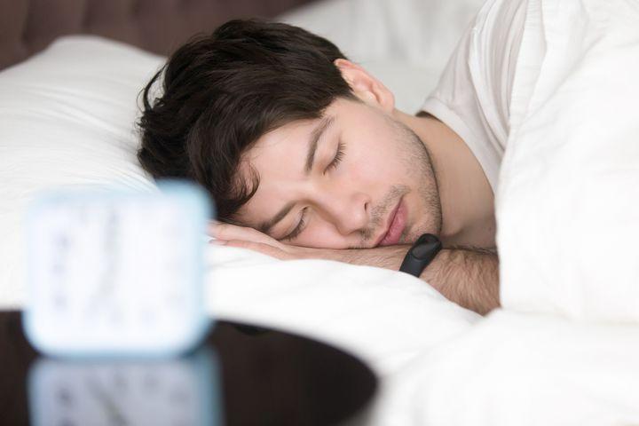Schlaftracking mittels Wearable lässt dank wissenschaftlicher Erkenntnisse Rückschlüsse auf die Schlafqualität zu.