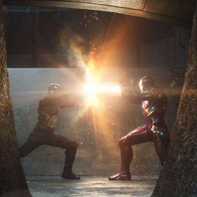 Superhelden-Aktion zwischen Team Iron Man und Team Captain America.
