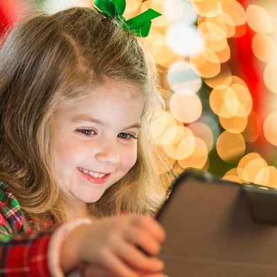 Lesen hilft beim Warten auf das Christkind.