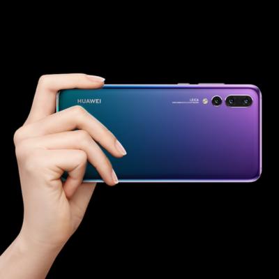 Diese 3 Smartphones glänzen mit besonderen Farben.