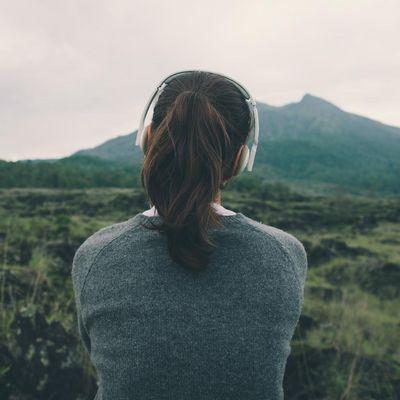 Podcasts und Meditation helfen beim Entspannen.