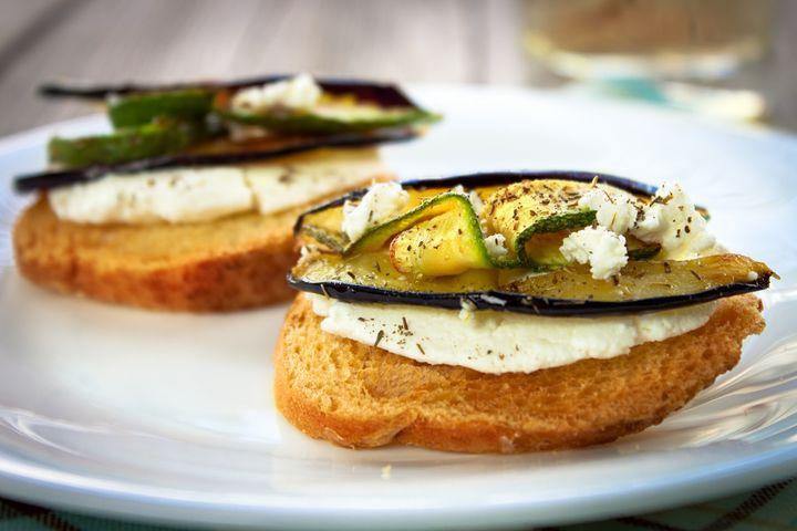 Zucchini-Käse-Toast.
