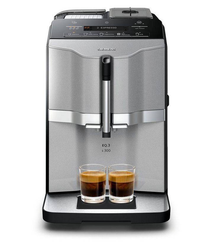 Der höhenverstellbare Auslauf ist praktisch bei Kaffeevollautomaten wie dem EQ.3 von Siemens.