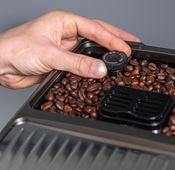 """Die Kaffeemaschine """"Dinamica Plus"""" von De'Longhi."""