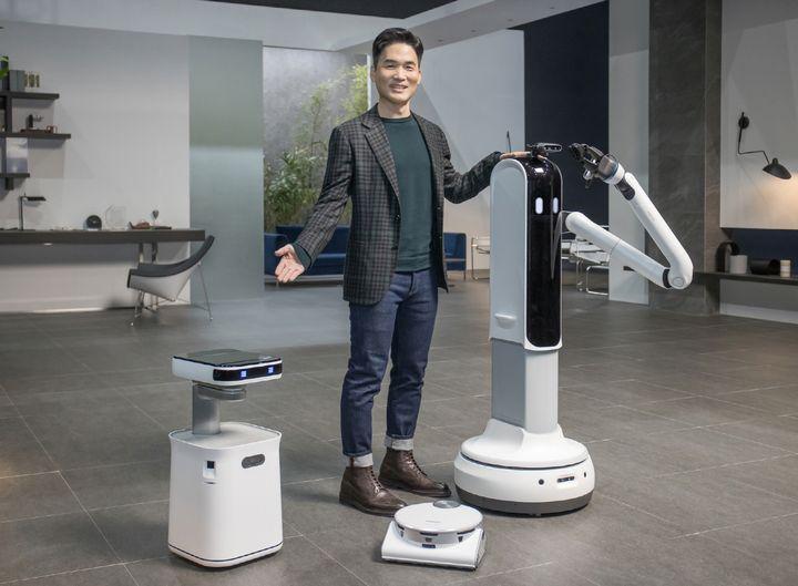 AI (künstliche Intelligenz) und Roboter werden laut Samsung verstärkt im Alltag Einzug halten.