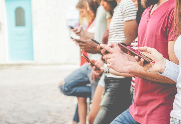 Ein Hotspot ermöglicht es Ihnen, den mobilen Internetzugang des Smartphones mit anderen Geräten zu teilen.